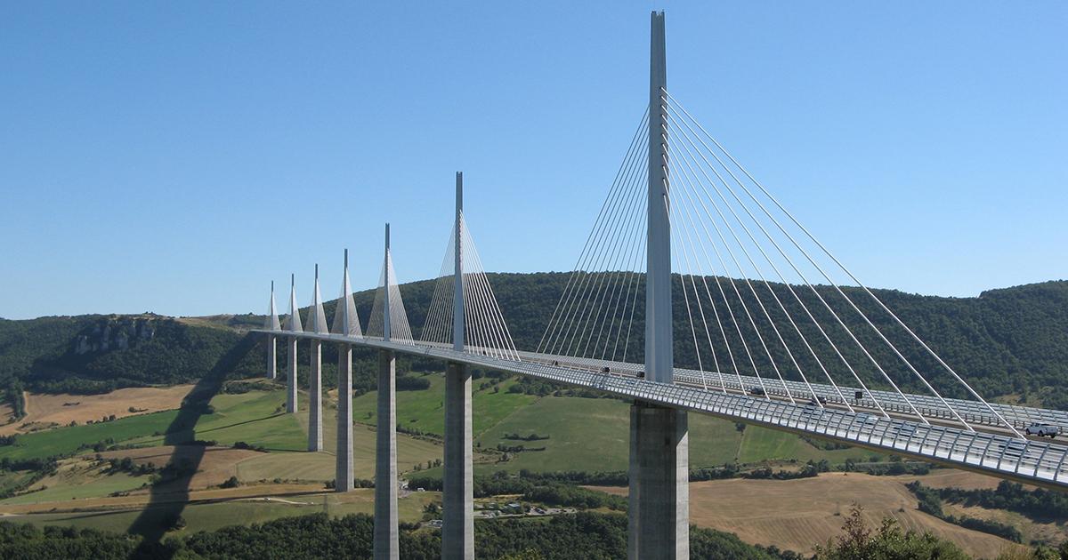 Photo et vue du Viaduc de Millau Illustration département de l Aveyron 12 BGE Sud-Ouest
