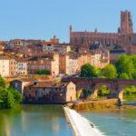 Photo de la vue de la Cathedrale d Albi jardin, Tarn et musee Toulouse-Lautrec Illustration département du Tarn 81 BGE Sud-Ouest